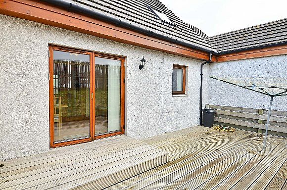 Terraced house for sale 2a kendal crescent alness iv17 for Whats a terraced house
