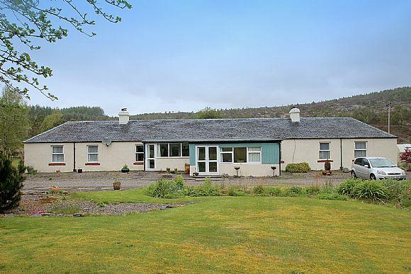 Detached bungalow for sale lizart cottage dalchreichart for Cottages and bungalows for sale