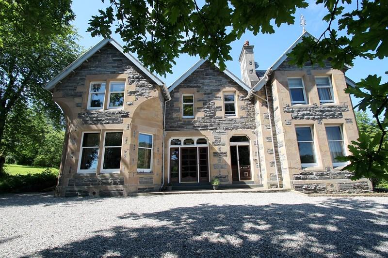 buy: 3 Salisbury House,Strathpeffer,IV14 9AU