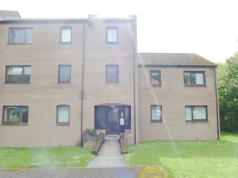 rent: 57 Lomond Way,Inverness,IV3 8NZ