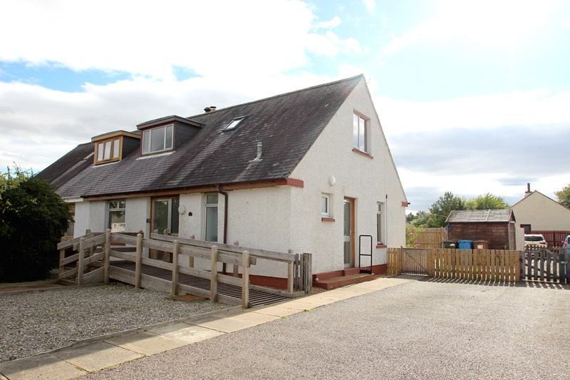 buy: 2 Chapelton Place,Muir of Ord,IV6 7TG