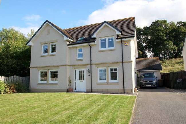 8 Holly Gardens, Inverness IV2 6BL
