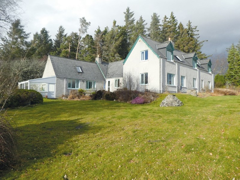 Shore Cottage 2 Loch Side Shinness  Lairg