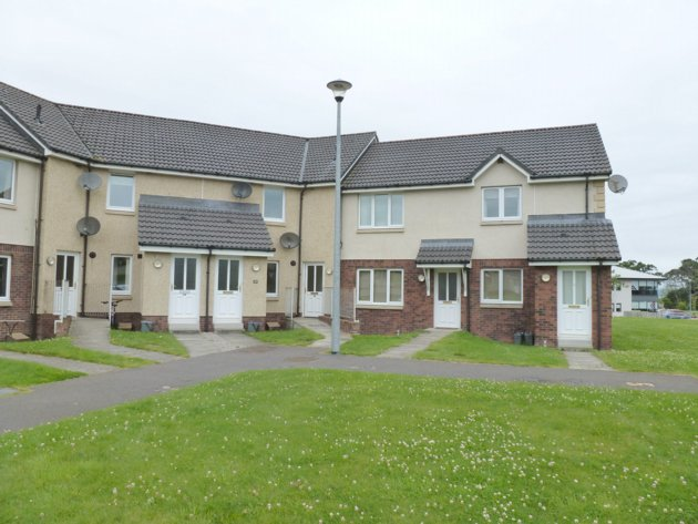 rent: 16 Castlehill Court,Inverness,IV2 5GS